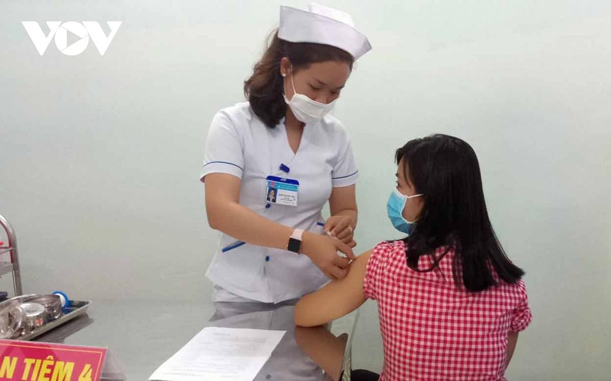 Kon Tum: Trên 7.300 người đã được tiêm vaccine mũi 1 phòng COVID-19 Ảnh 2