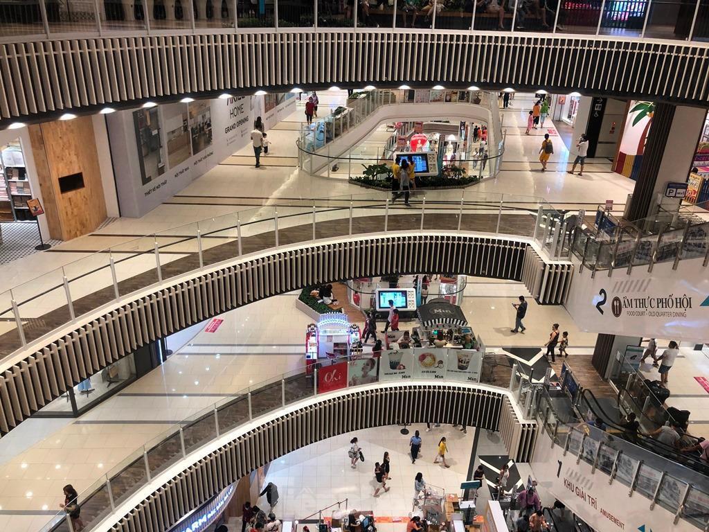 Trung tâm thương mại ở TPHCM 'vắng lặng' những ngày nghỉ lễ Ảnh 1