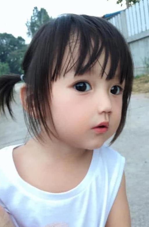 Em bé xinh đẹp bị nghi ngờ là... búp bê, người mẹ liền đăng ảnh gia đình để chứng minh nhan sắc Ảnh 7