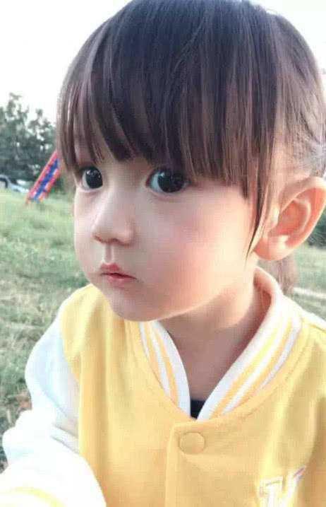 Em bé xinh đẹp bị nghi ngờ là... búp bê, người mẹ liền đăng ảnh gia đình để chứng minh nhan sắc Ảnh 8