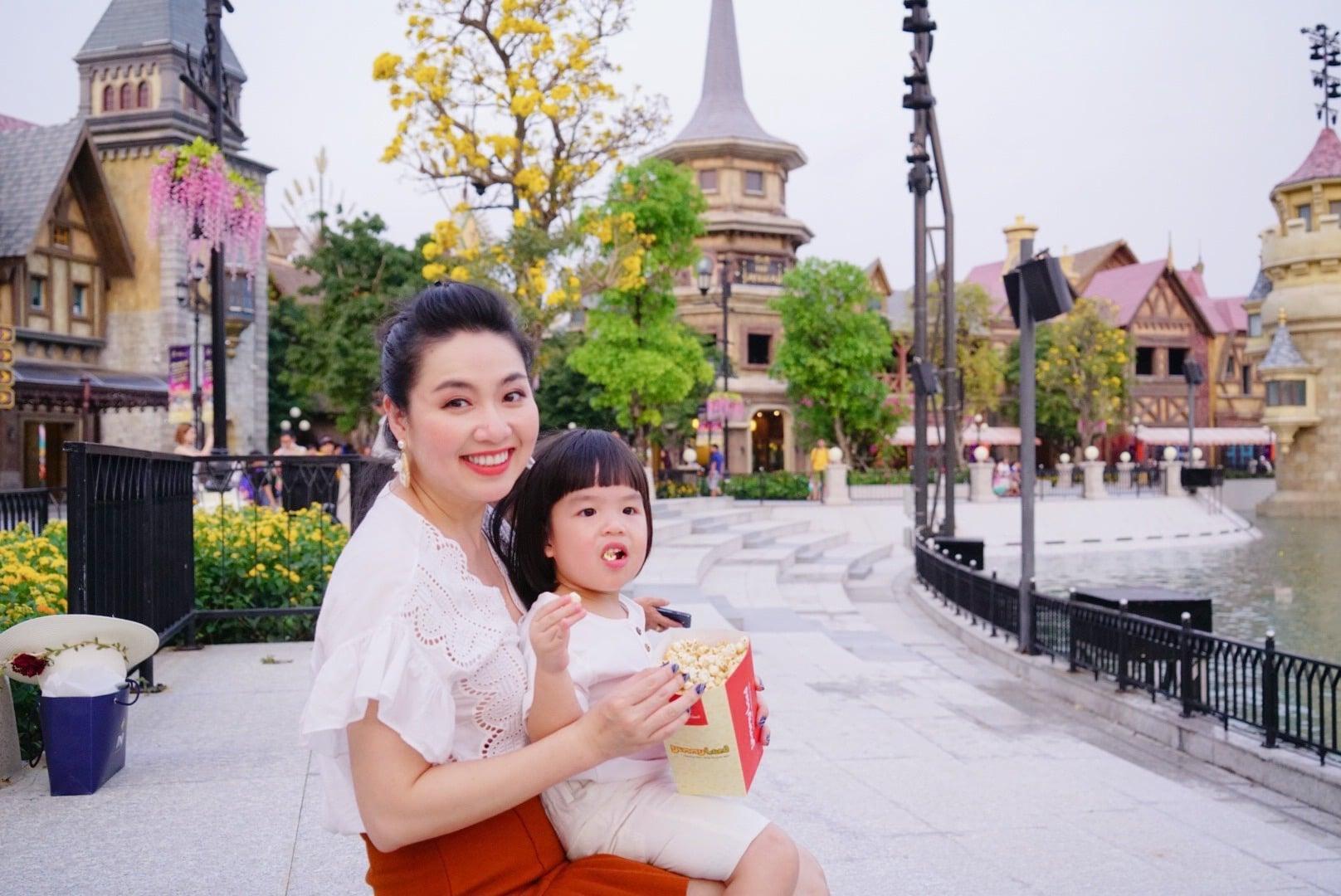 Diễn viên Lê Khánh cho con trai để tóc dài như con gái, lạ nhất là câu trả lời khi có người hỏi giới tính của con Ảnh 2