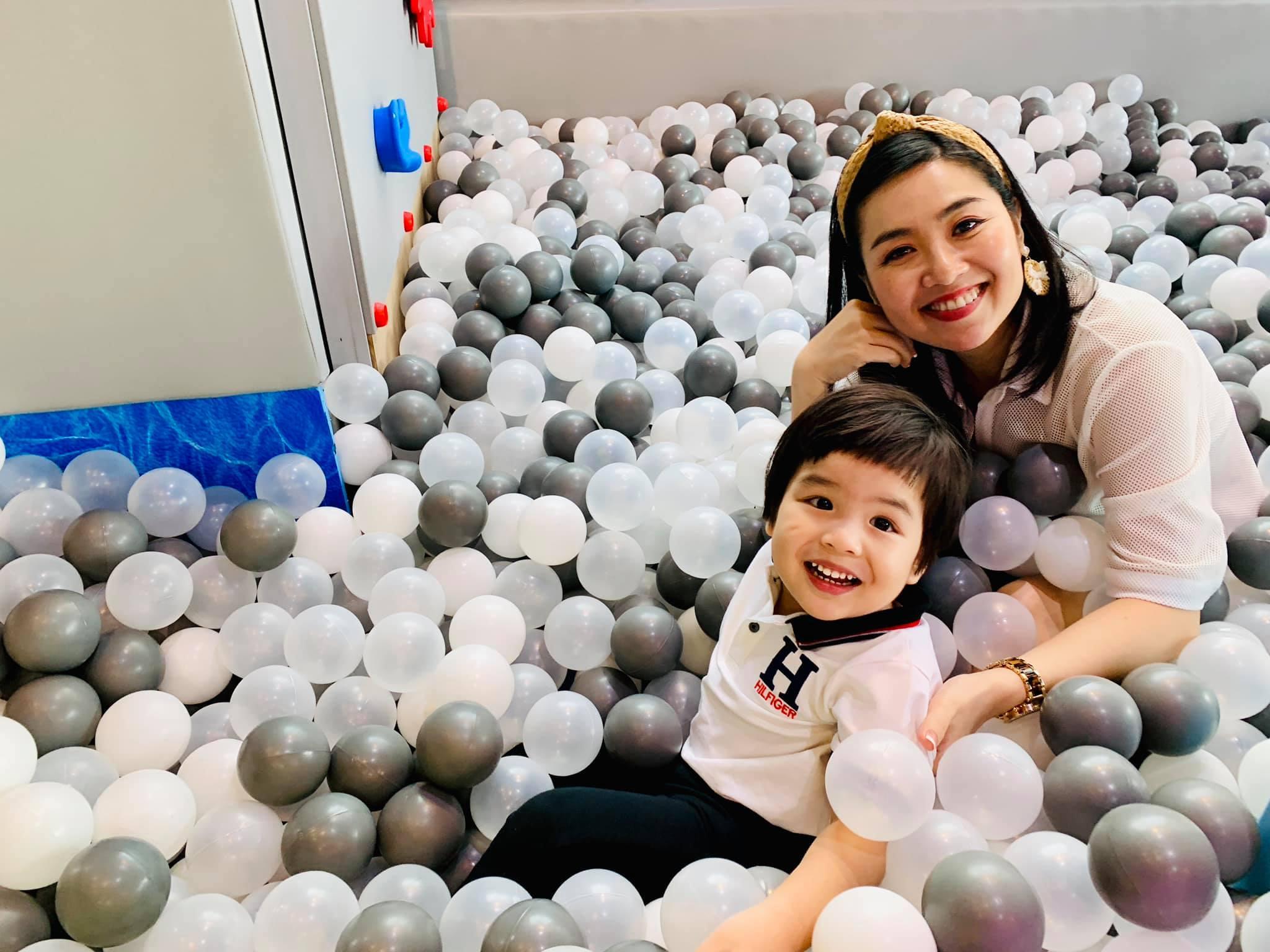 Diễn viên Lê Khánh cho con trai để tóc dài như con gái, lạ nhất là câu trả lời khi có người hỏi giới tính của con Ảnh 4