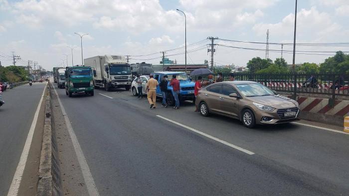 TP.HCM: Né thùng xốp, tài xế phanh gấp gây tai nạn liên hoàn Ảnh 4