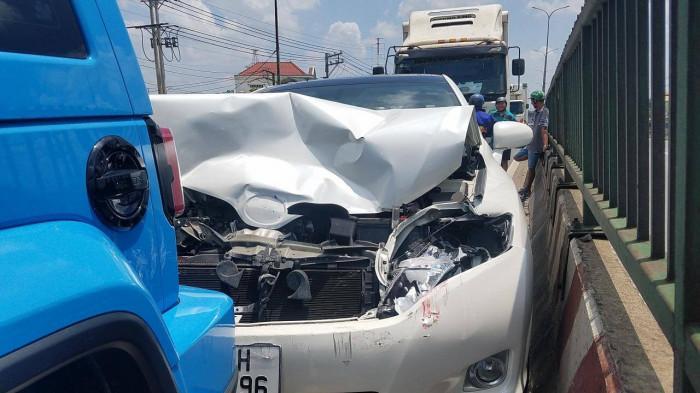 TP.HCM: Né thùng xốp, tài xế phanh gấp gây tai nạn liên hoàn Ảnh 3