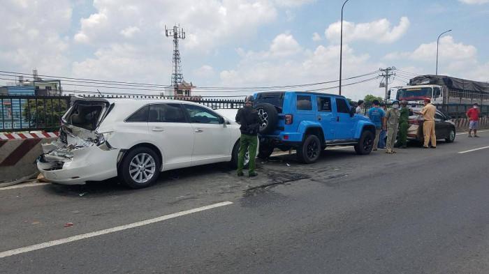 TP.HCM: Né thùng xốp, tài xế phanh gấp gây tai nạn liên hoàn Ảnh 1