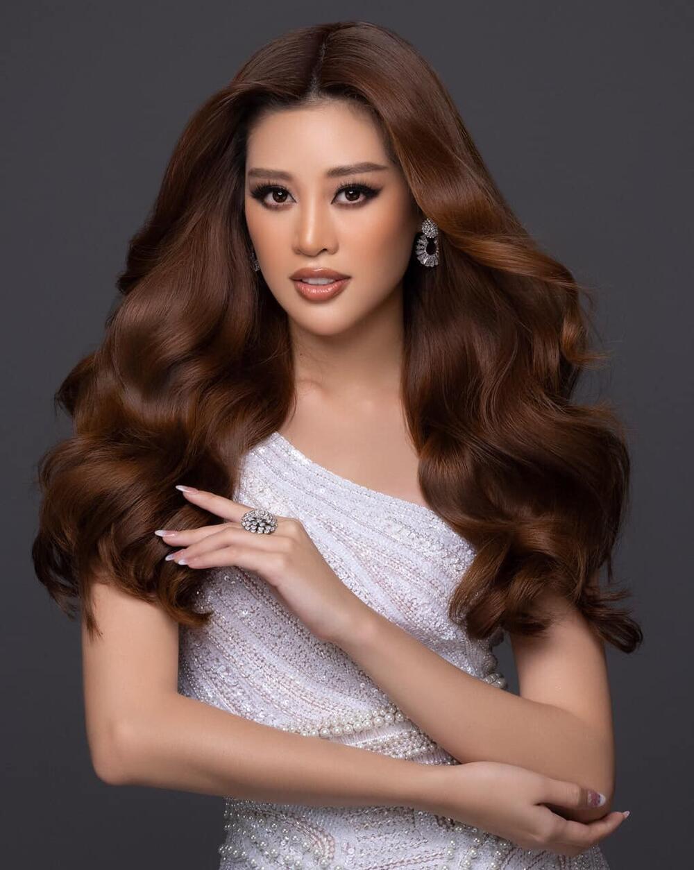 Khánh Vân đeo lại đôi bông tai 'phong thủy' lên đường sang Mỹ: Quyết tâm đăng quang Miss Universe 2020? Ảnh 1