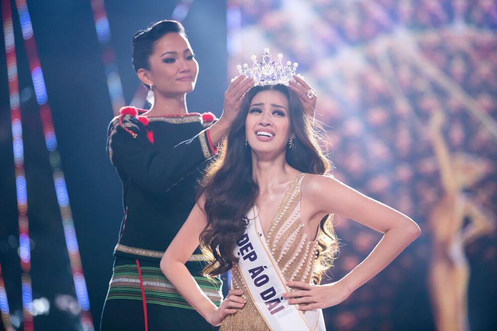 Khánh Vân đeo lại đôi bông tai 'phong thủy' lên đường sang Mỹ: Quyết tâm đăng quang Miss Universe 2020? Ảnh 7
