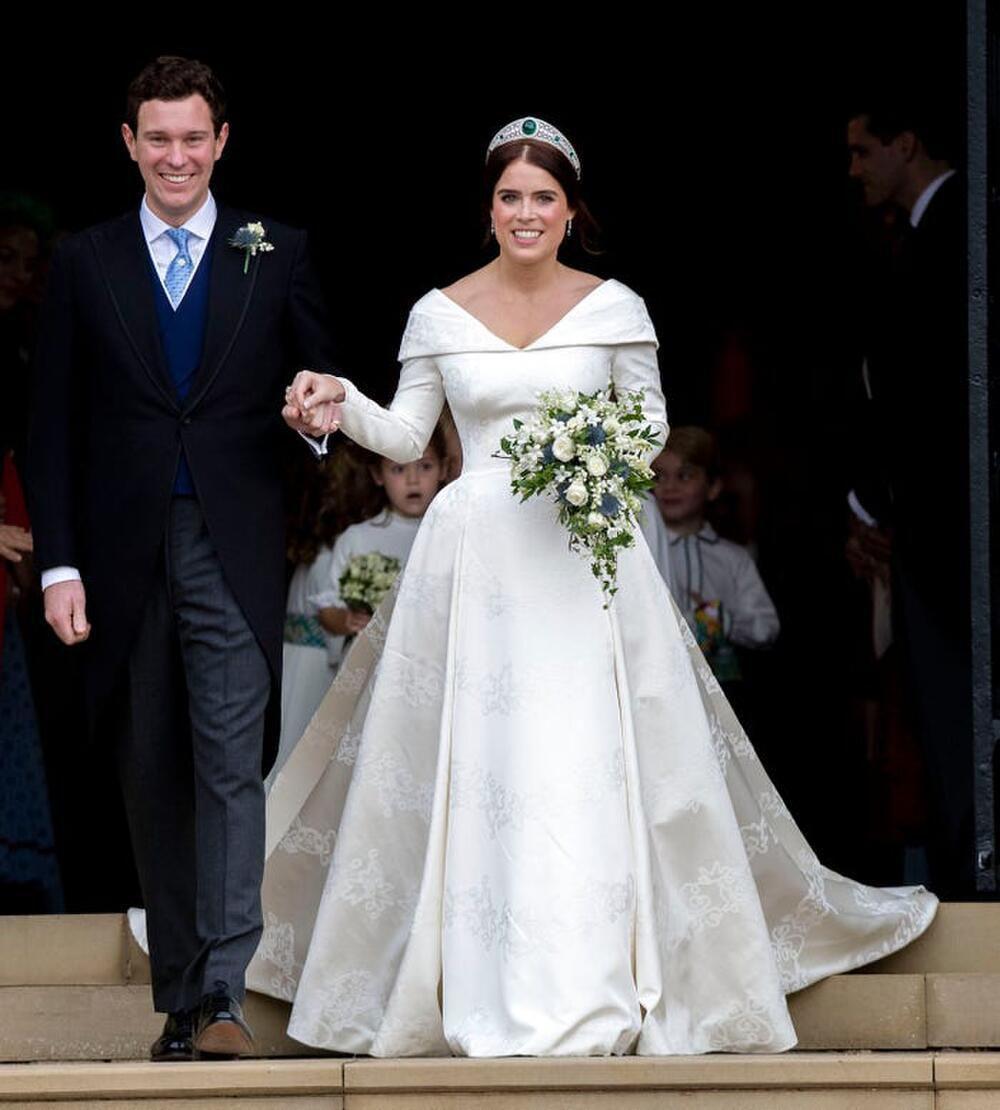 Bí ẩn tủ đồ Hoàng gia: Bóc giá 9 chiếc váy cưới Hoàng gia đắt đỏ nhất Ảnh 4