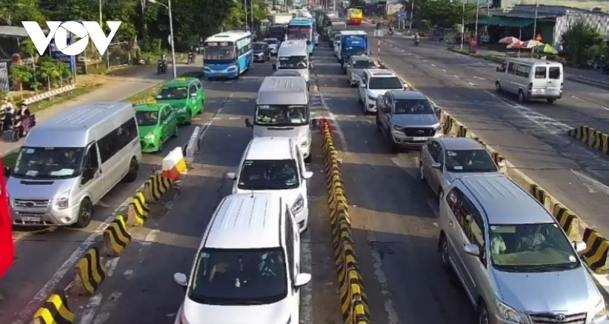 Bến Tre-Tiền Giang: Chiều 2/5 vẫn ùn tắc giao thông nghiêm trọng Ảnh 1