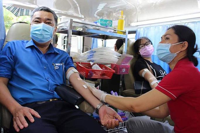Đoàn viên tình nguyện hiến máu cứu người Ảnh 1
