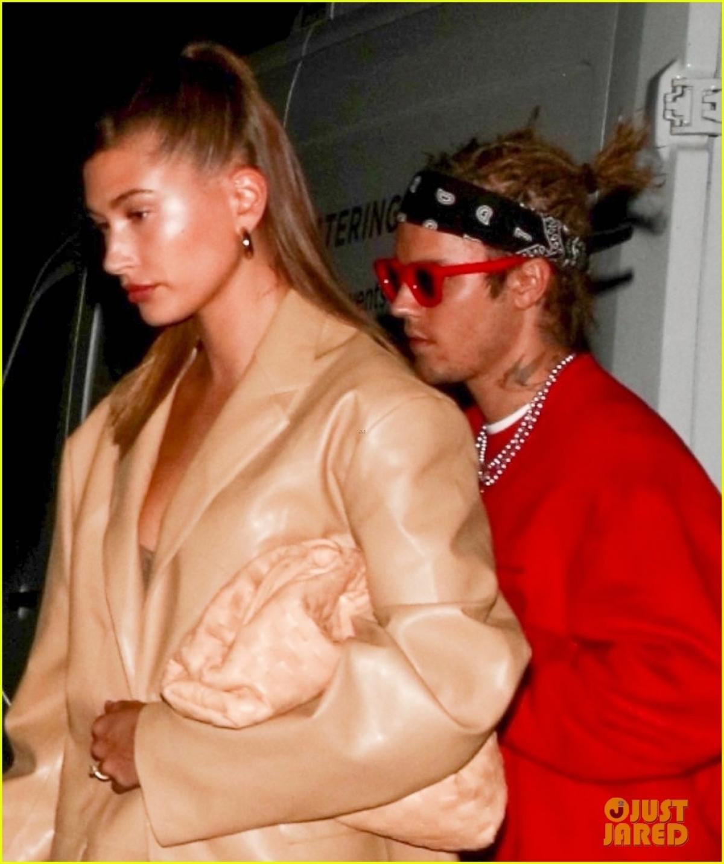 Justin Bieber khác lạ với tóc mới, cùng bà xã Hailey Baldwin đi ăn tối Ảnh 4