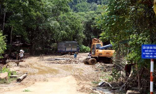 Nghệ An: Người dân Quế Phong đánh vật trên quốc lộ xuống cấp nghiêm trọng Ảnh 2