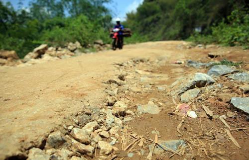 Nghệ An: Người dân Quế Phong đánh vật trên quốc lộ xuống cấp nghiêm trọng Ảnh 5