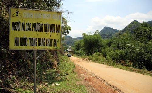 Nghệ An: Người dân Quế Phong đánh vật trên quốc lộ xuống cấp nghiêm trọng Ảnh 7