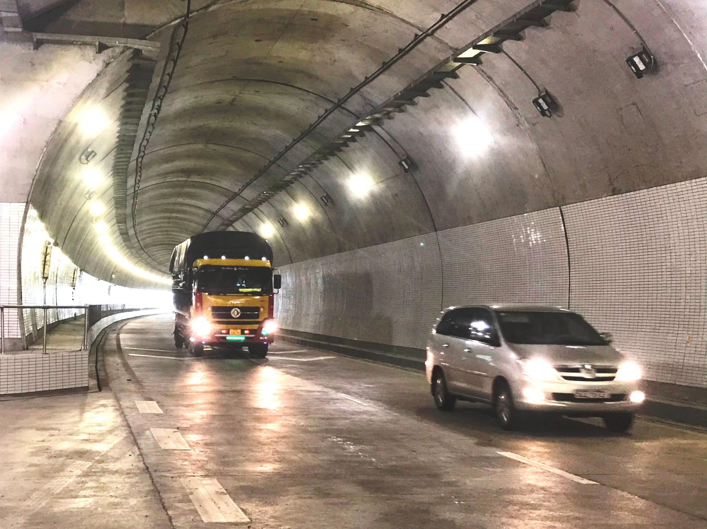 Giải tỏa nỗi lo ùn tắc phương tiện qua hầm Hải Vân Ảnh 1