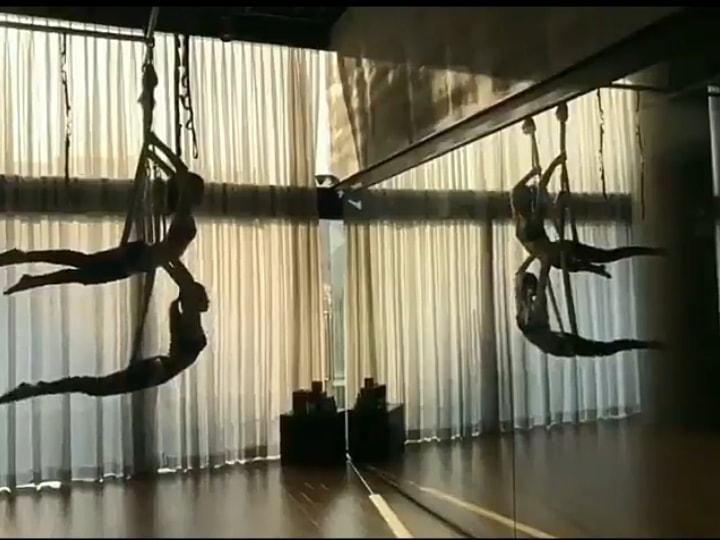 Ngắm trọn bộ ảnh Jisoo tập yoga bay: Vóc dáng đỉnh cao khiến anti-fan phải 'tắt đài' Ảnh 2