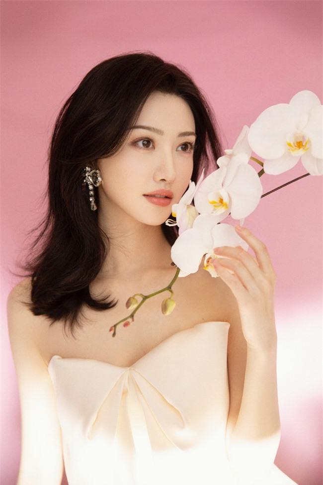 Giá trị thương mại của các tiểu hoa 85: Dương Mịch, Angelababy vẫn phải lép vế trước mỹ nhân này Ảnh 11
