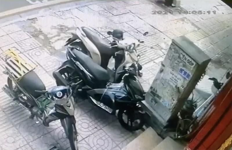 Tài xế công nghệ tông xe vào kẻ trộm xe máy ở Bình Thạnh Ảnh 1