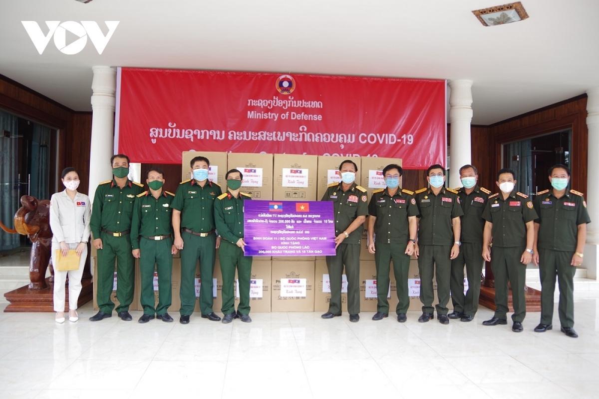 Binh đoàn 11 hỗ trợ Lào chống dịch Covid-19 Ảnh 1