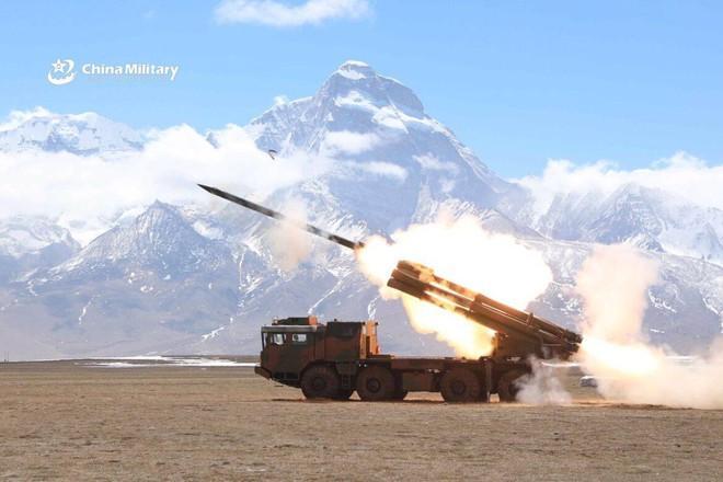 Trung Quốc triển khai hệ thống rocket phóng loạt PHL-03 đến gần biên giới Ấn Độ Ảnh 6