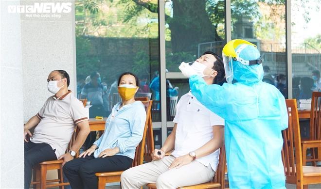 Tài xế GrabCar ở Đà Nẵng mắc COVID-19 dự 2 đám cưới, không nhớ tên khách đi xe Ảnh 1