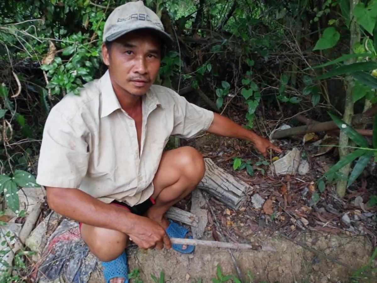 Người dân phát hiện lựu đạn trong vườn, sau nửa tháng chưa được thu gom Ảnh 1