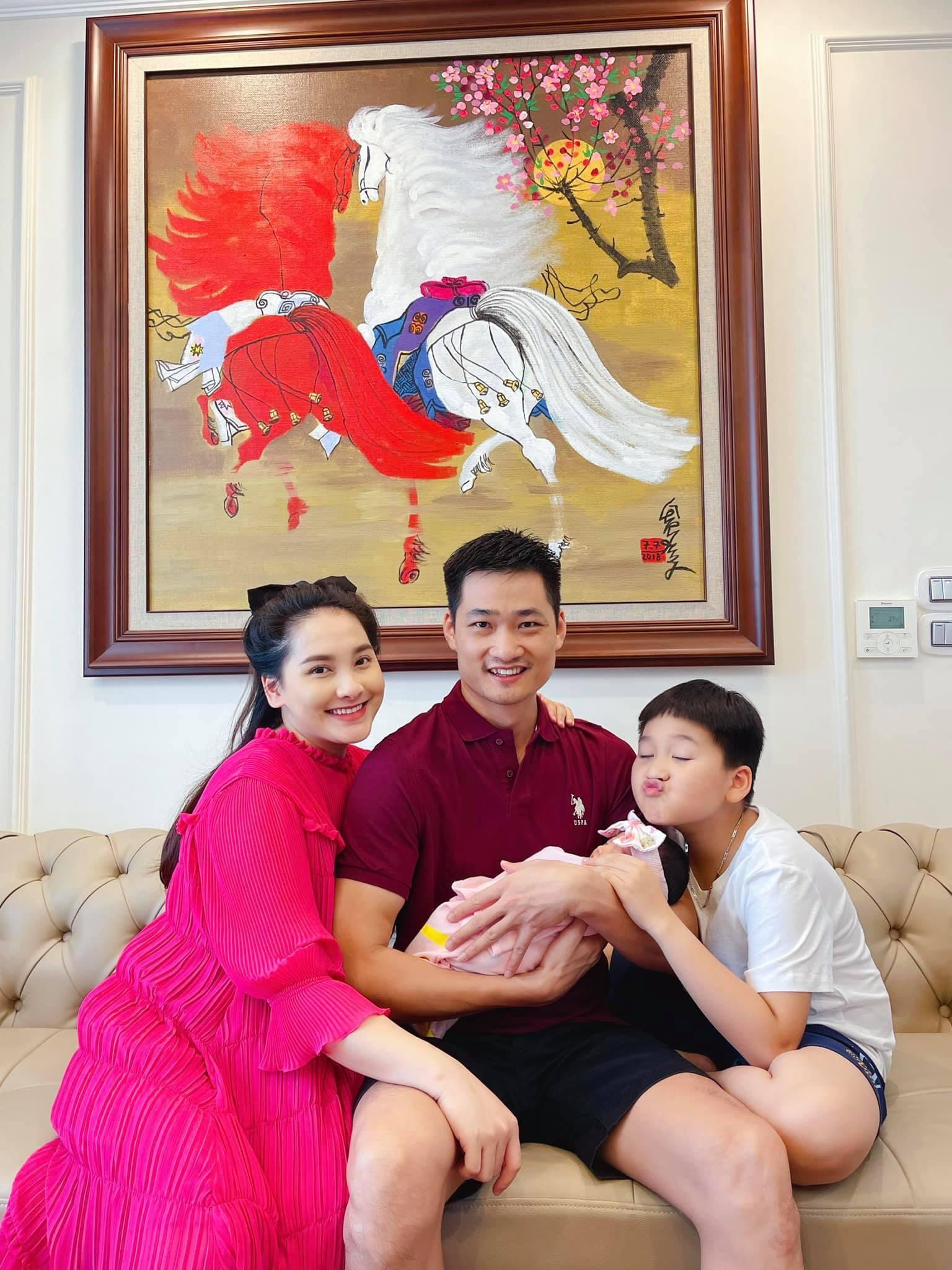Bảo Thanh lần đầu khoe nhan sắc mẹ bỉm sau 4 ngày sinh nở, hé lộ luôn thông tin đặc biệt của ái nữ Ảnh 1