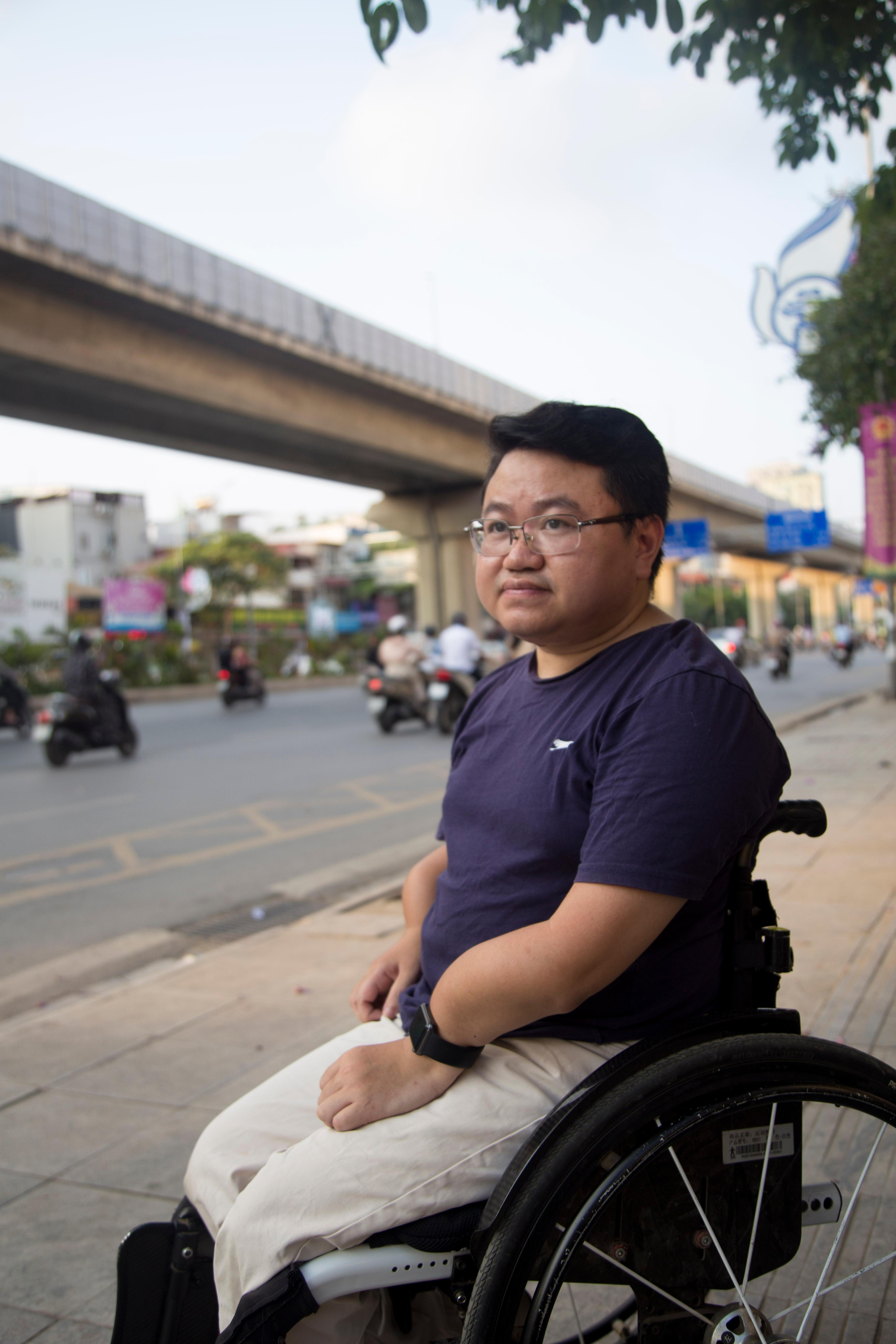 Chàng trai xương dễ vỡ mơ 'quẩy' nhạc khắp Việt Nam Ảnh 4