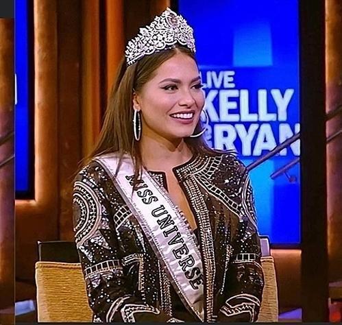 Đổi từ váy trắng sang váy đen, tân Hoa hậu Hoàn vũ Andrea Meza vẫn lộ vòng 2 kém thon gọn Ảnh 4