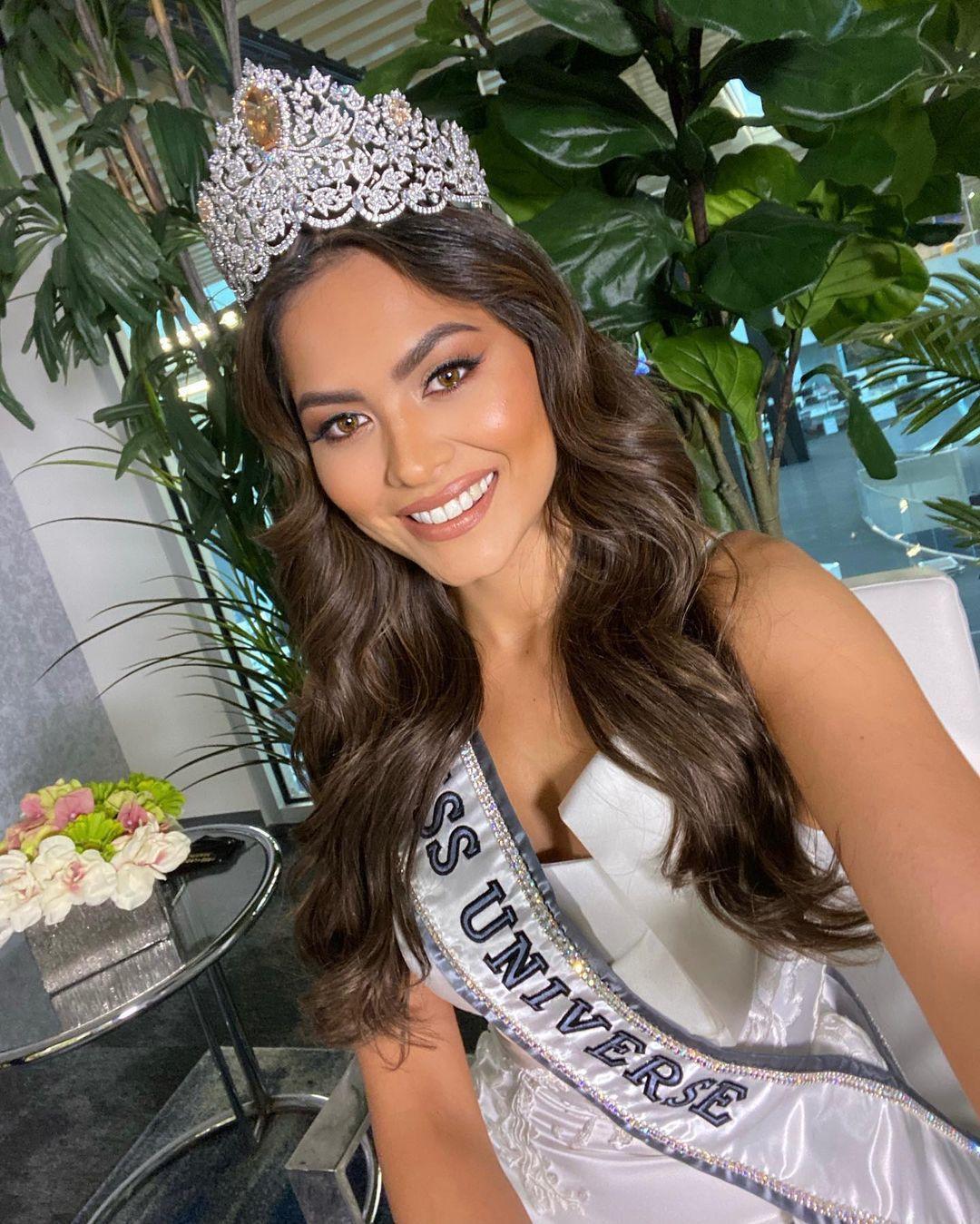 Đổi từ váy trắng sang váy đen, tân Hoa hậu Hoàn vũ Andrea Meza vẫn lộ vòng 2 kém thon gọn Ảnh 5