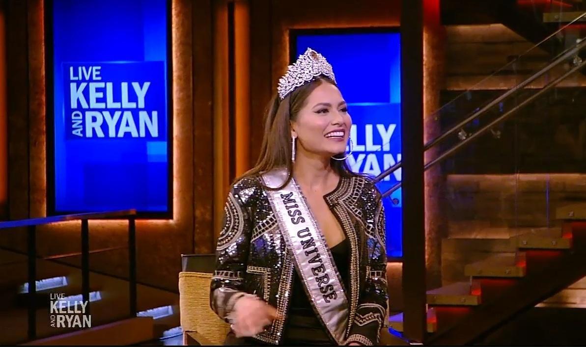 Đổi từ váy trắng sang váy đen, tân Hoa hậu Hoàn vũ Andrea Meza vẫn lộ vòng 2 kém thon gọn Ảnh 2