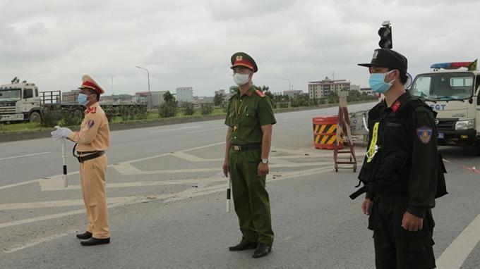Bắc Giang tổ chức phân luồng giao thông phòng, chống COVID-19 Ảnh 1