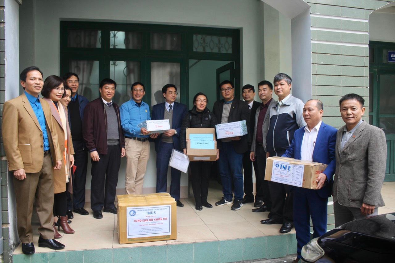 Công đoàn Giáo dục Việt Nam hỗ trợ 124 triệu đồng tới giáo viên vùng dịch Ảnh 1