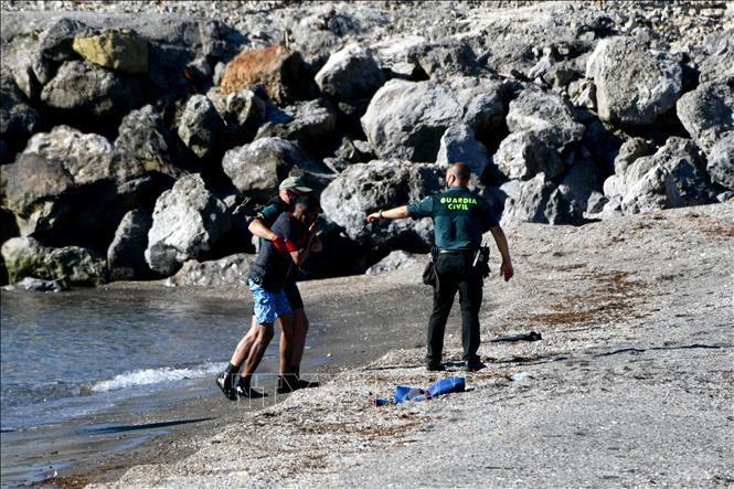 Tây Ban Nha trục xuất hàng loạt người nhập cư trái phép từ Maroc Ảnh 1