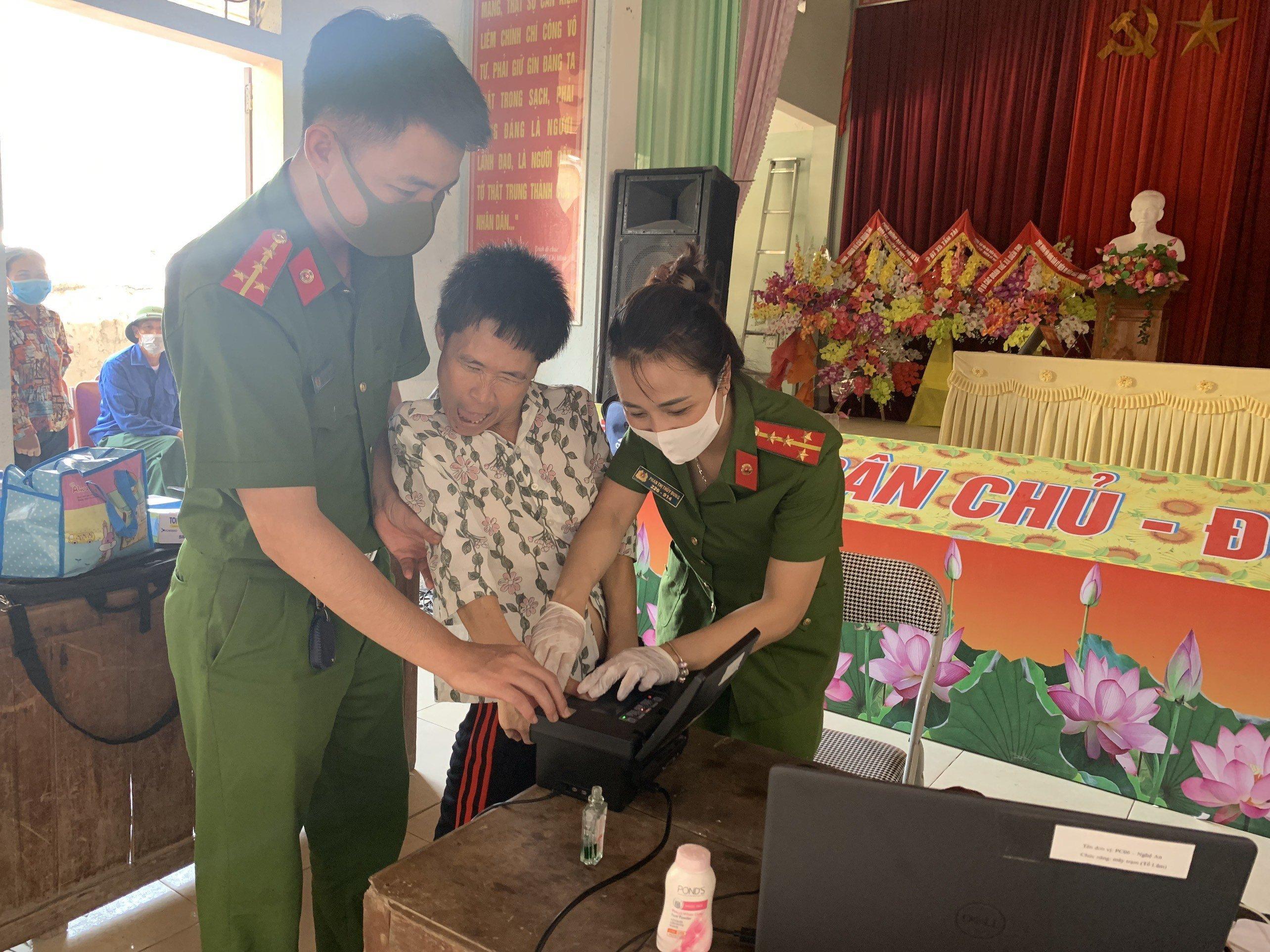 Xúc động nhật ký Đại úy công an viết cho con trong chiến dịch làm CCCD Ảnh 2