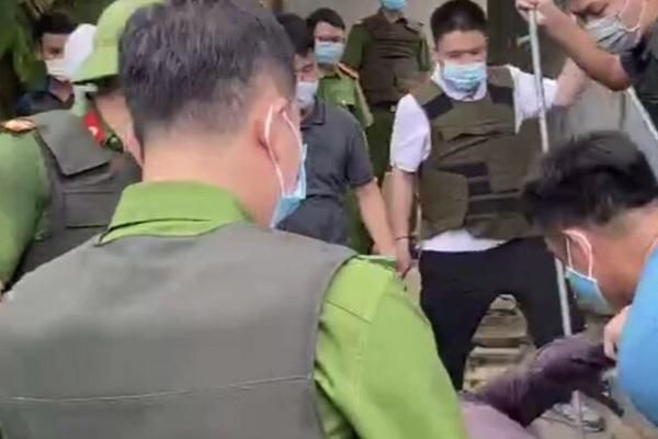 Phó Công an huyện ở Hải Dương bị thương khi xử lý đối tượng đánh dân Ảnh 1