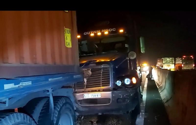 Va chạm liên hoàn trên đường cao tốc TP.HCM - Trung Lương, nhiều người thoát chết Ảnh 3