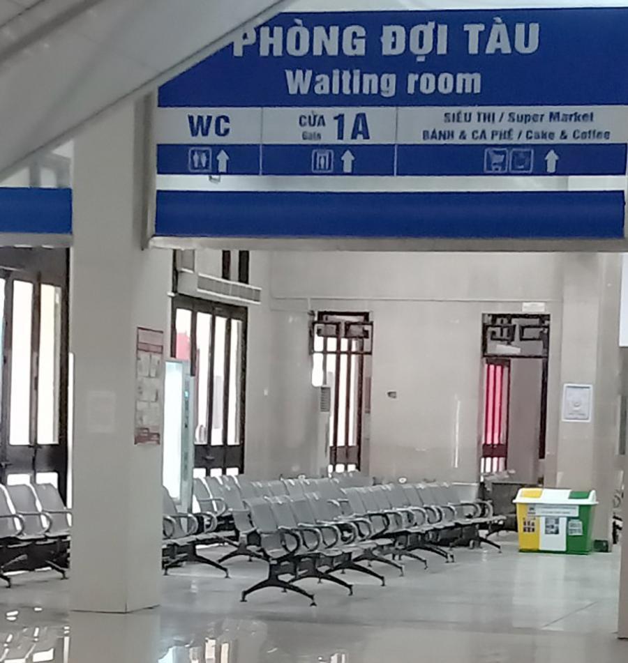 Vắng khách trong ngày bầu cử, nhưng sân bay, nhà ga đường sắt vẫn được 'quản chặt' Ảnh 9