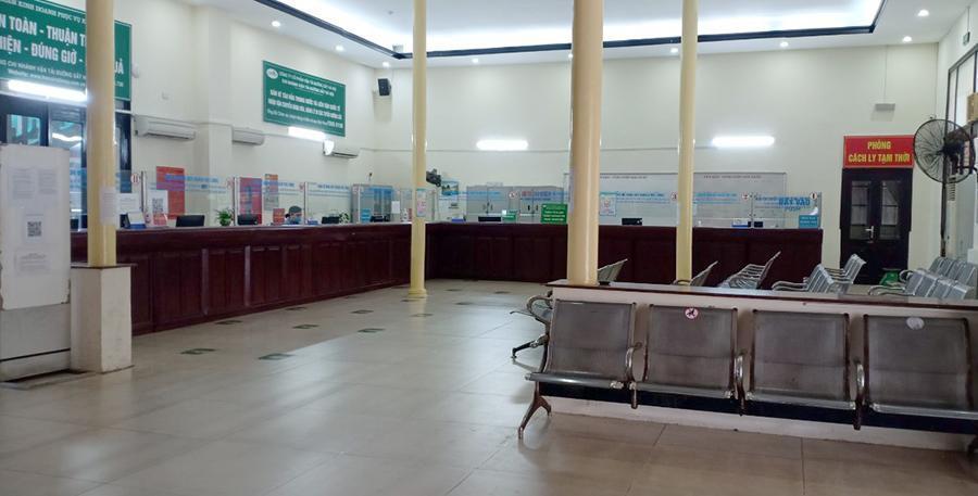 Vắng khách trong ngày bầu cử, nhưng sân bay, nhà ga đường sắt vẫn được 'quản chặt' Ảnh 7