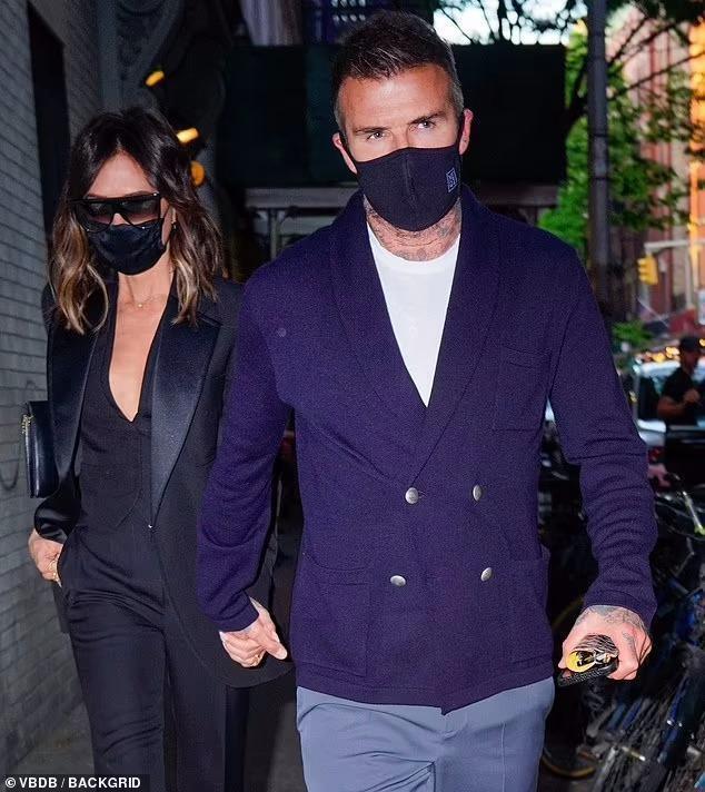 Victoria Beckham 'thả rông', tay trong tay cùng ông xã hẹn hò Ảnh 4