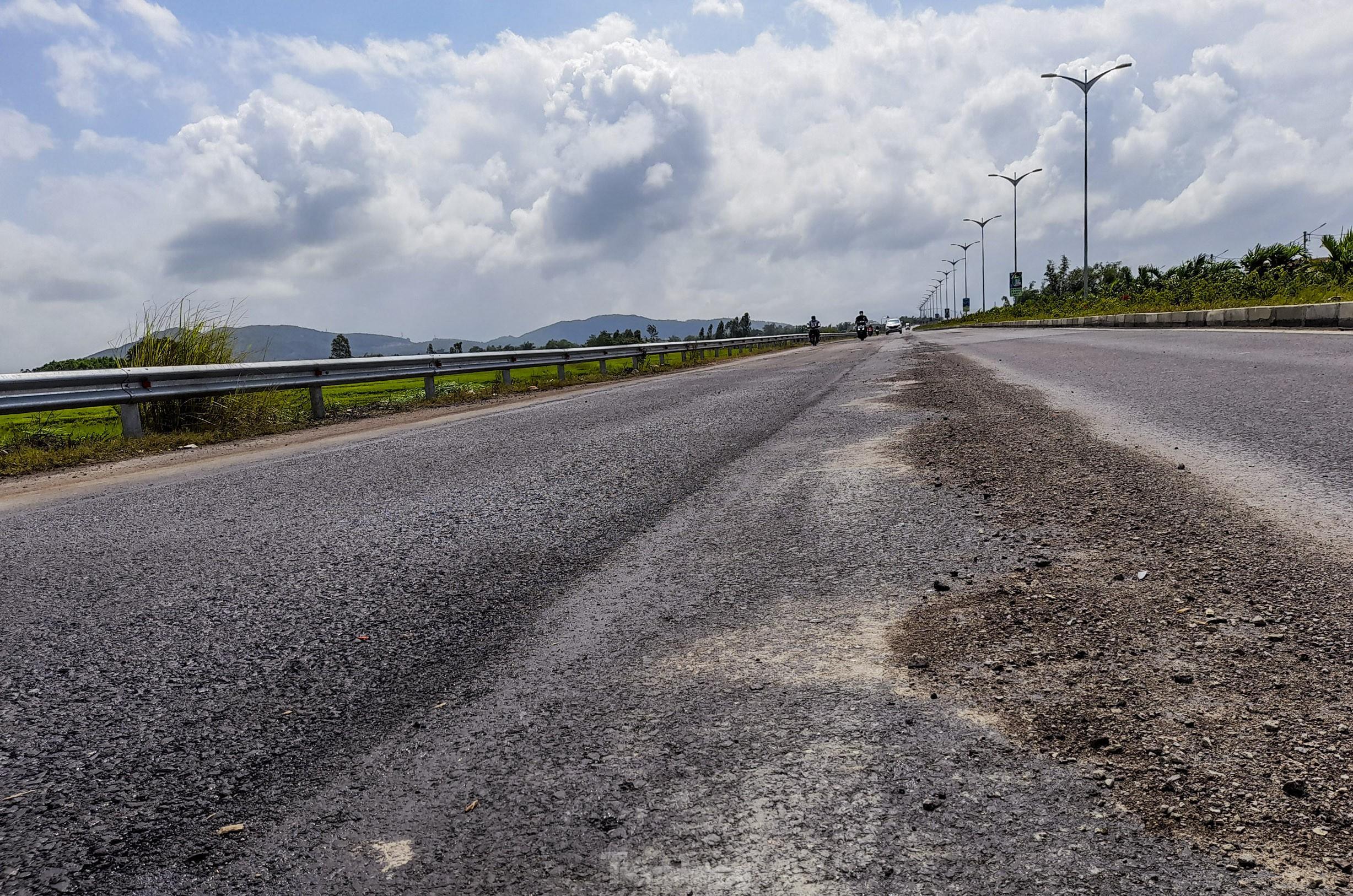 Quốc lộ nghìn tỷ vừa thông xe đã hư hỏng: Phê bình, kiểm điểm chủ đầu tư, nhà thầu Ảnh 1