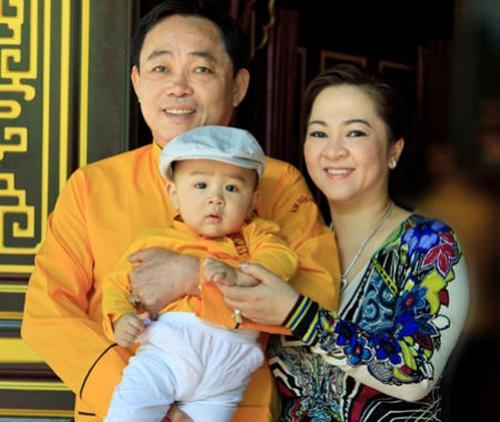 Cậu con trai xuất hiện trong livestream của bà Nguyễn Phương Hằng và khối tài sản 'khủng' năm 1 tuổi Ảnh 2