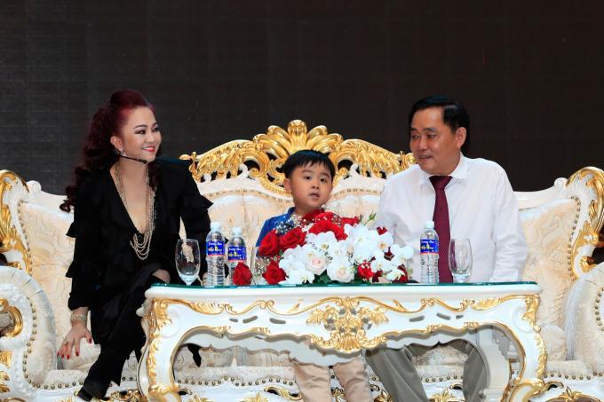 Cậu con trai xuất hiện trong livestream của bà Nguyễn Phương Hằng và khối tài sản 'khủng' năm 1 tuổi Ảnh 3