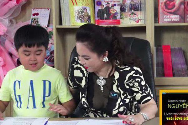 Cậu con trai xuất hiện trong livestream của bà Nguyễn Phương Hằng và khối tài sản 'khủng' năm 1 tuổi Ảnh 1