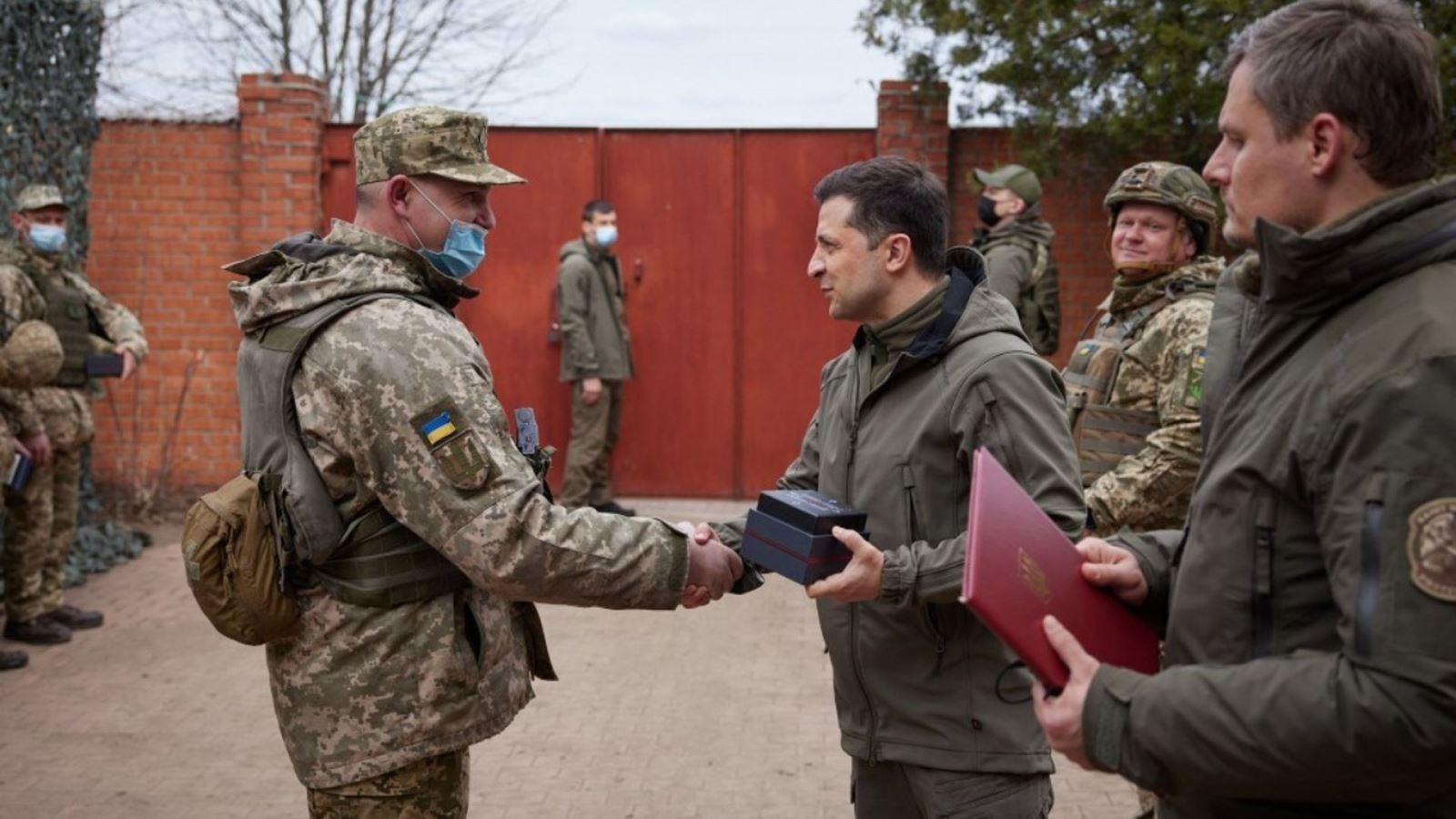 Tổng thống Ukraine đề xuất tăng quân số lực lượng vũ trang Ảnh 1