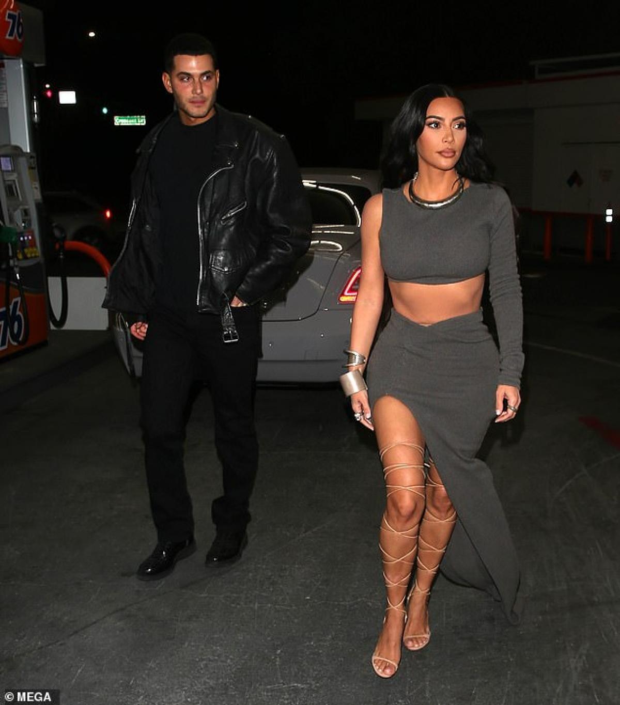 Kim Kardashian gợi cảm đến dự tiệc sinh nhật của tỷ phú gốc Ấn Độ Ảnh 1
