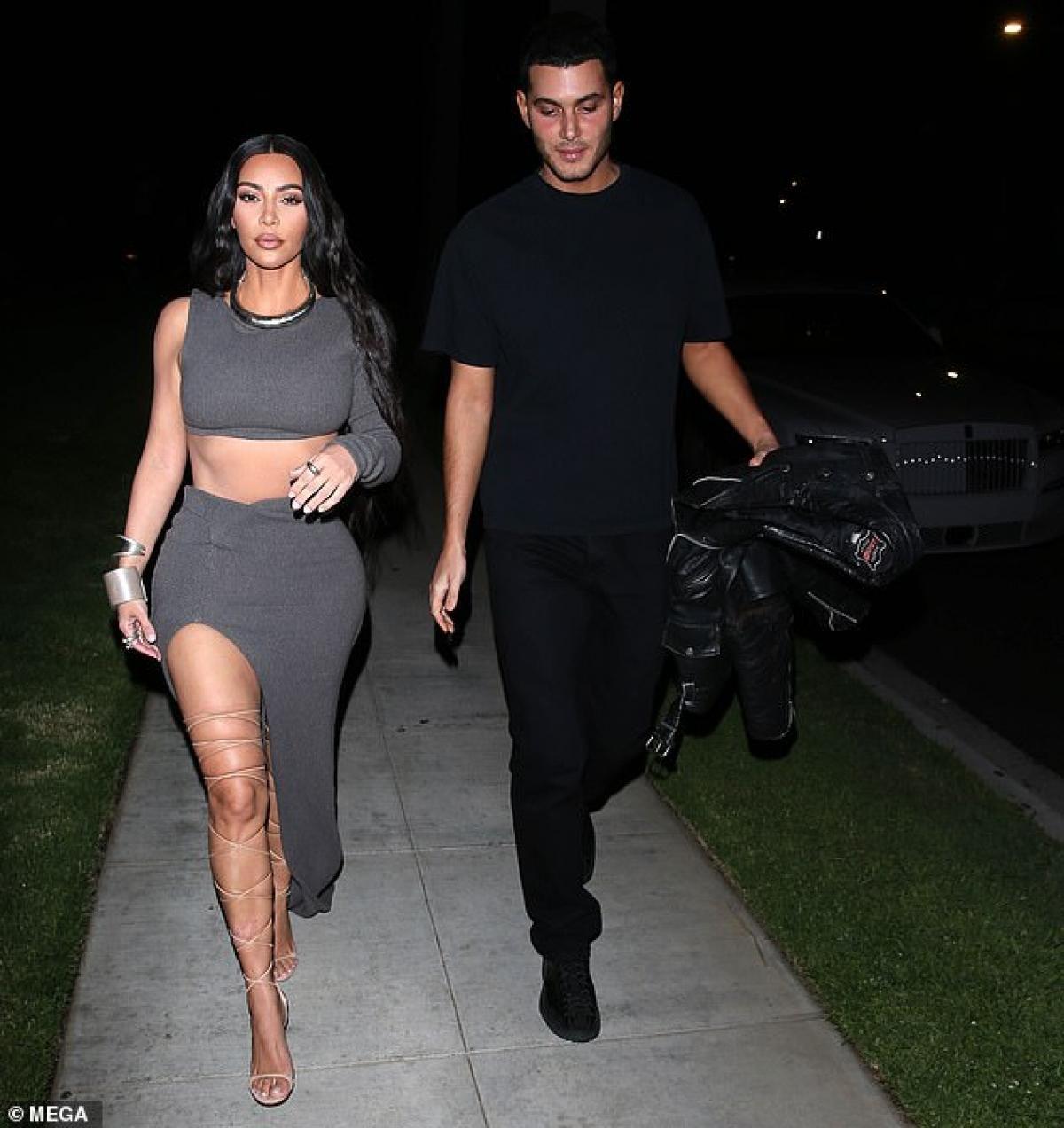 Kim Kardashian gợi cảm đến dự tiệc sinh nhật của tỷ phú gốc Ấn Độ Ảnh 2