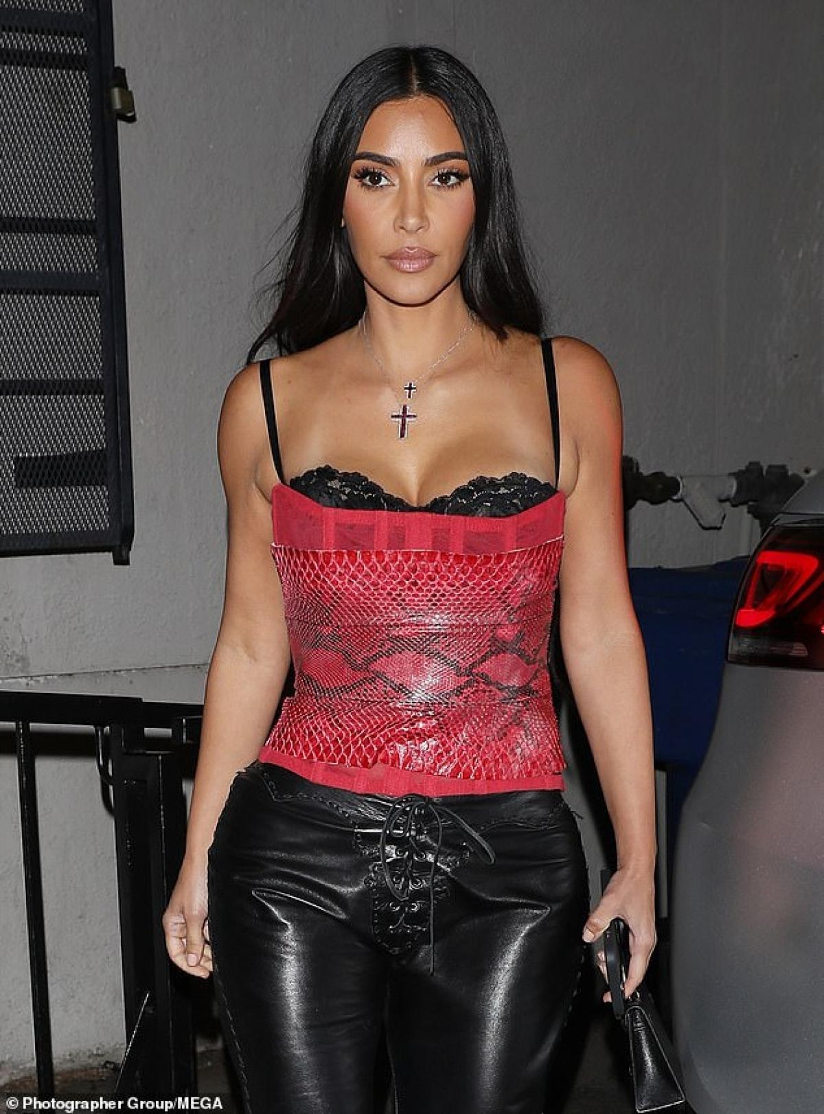 Kim Kardashian gợi cảm đến dự tiệc sinh nhật của tỷ phú gốc Ấn Độ Ảnh 6