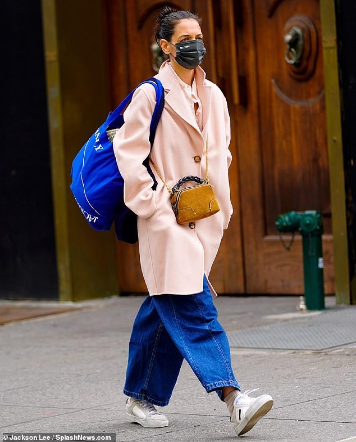 Katie Holmes điệu đà ra phố sau khi tình cũ bị bắt gặp đi chơi cùng người đẹp Zoe Kravitz Ảnh 6