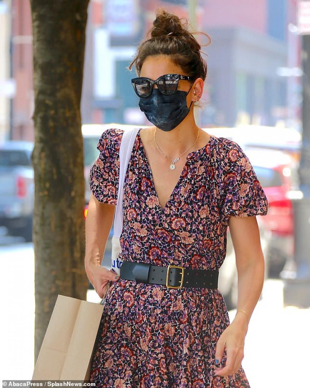 Katie Holmes điệu đà ra phố sau khi tình cũ bị bắt gặp đi chơi cùng người đẹp Zoe Kravitz Ảnh 2